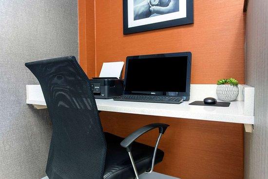 Gallus Stadium Park Inn, an Ascend Hotel Collection Member: Business center