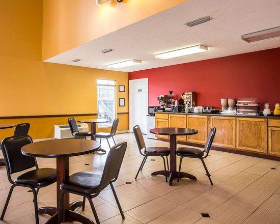 Econo Lodge: Breakfast room