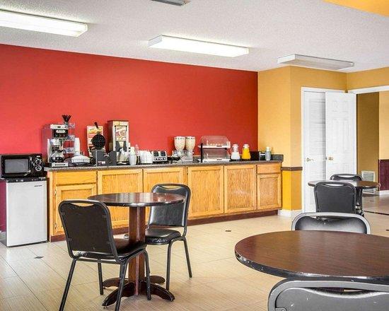 Econo Lodge: Spacious breakfast area