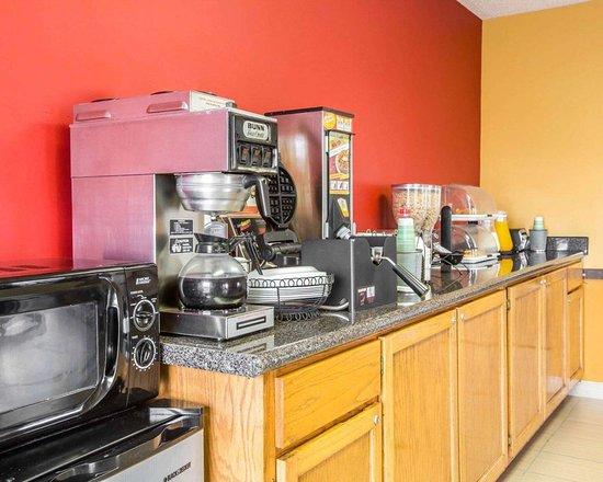 Econo Lodge: Free continental breakfast