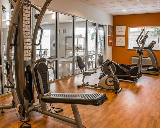 Comfort Suites Huntsville: Exercise room with television
