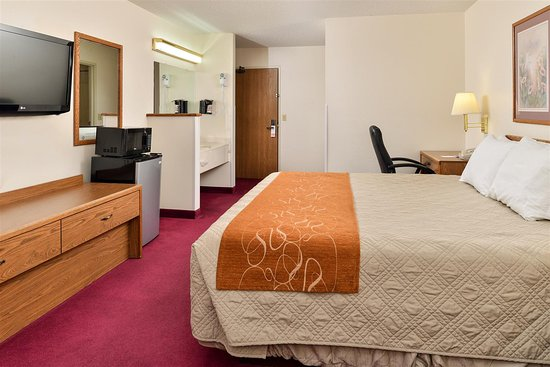 Harrisonville, MO: One King Bed