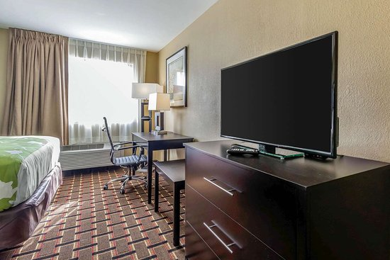 Econo Lodge Boaz: Guest room with flat-screen television