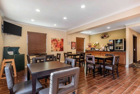Econo Lodge Boaz: Enjoy breakfast in this seating area