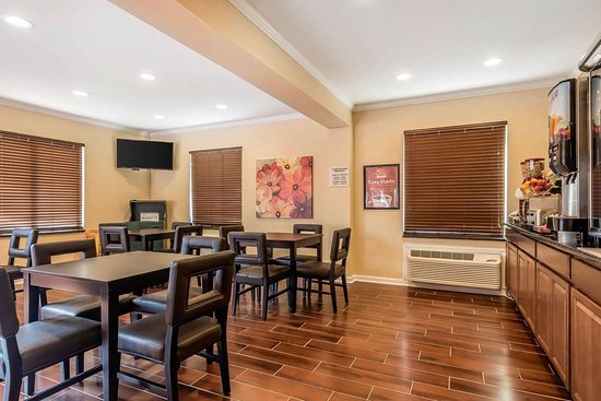 Econo Lodge Boaz: Spacious breakfast area