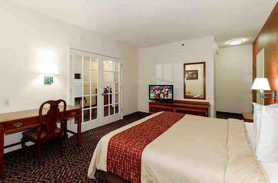 Troutville, VA: King Suite