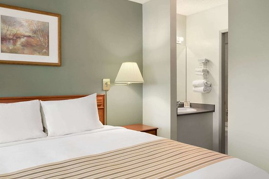 Travelodge Cranbrook: Guest room