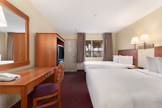 Days Inn by Wyndham Las Vegas Wild Wild West Gambling Hall: Two Double Bed Room