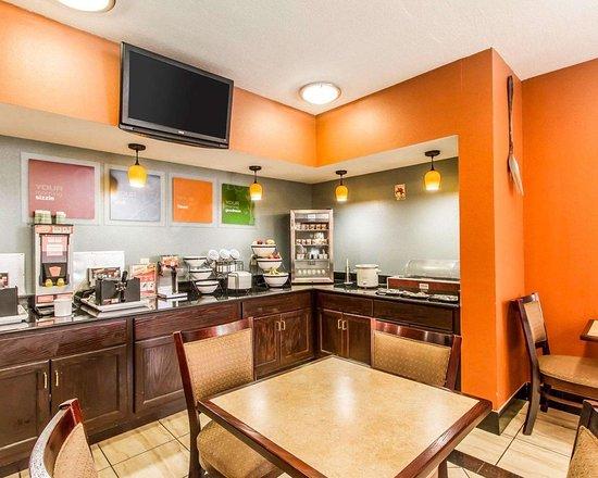 Comfort Inn & Suites Lincoln Talladega I-20: Breakfast counter