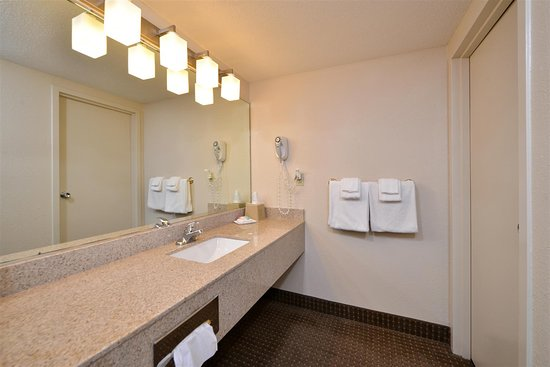 Best Western Kelly Inn: King Suite Vanity
