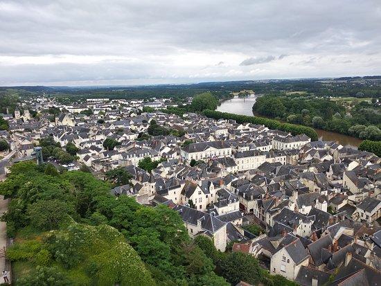 Forteresse royale de Chinon: Жуткая высота башни у главных ворот
