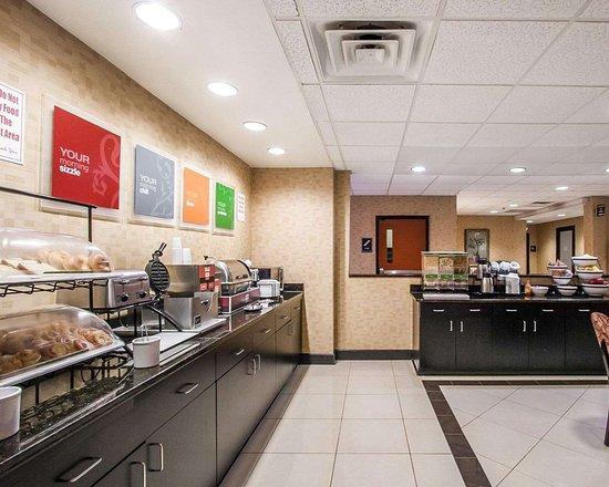 Comfort Inn & Suites Montgomery Eastchase: Free hot breakfast