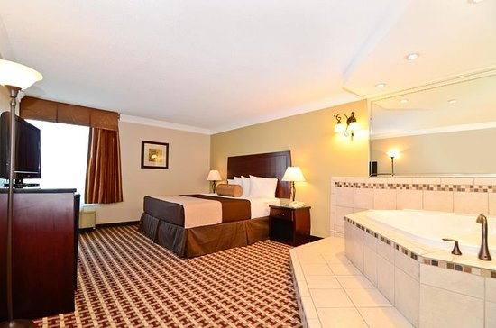 Best Western Hotel & Conference Center Johnson City: Guest Room with whirlpool