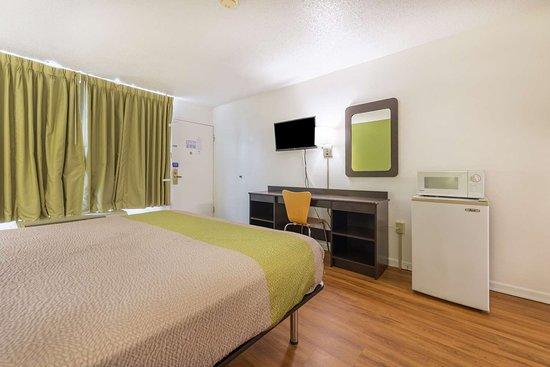 Motel 6 Troy: single