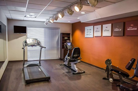 Comfort Suites North Mobile: Exercise room with cardio equipment