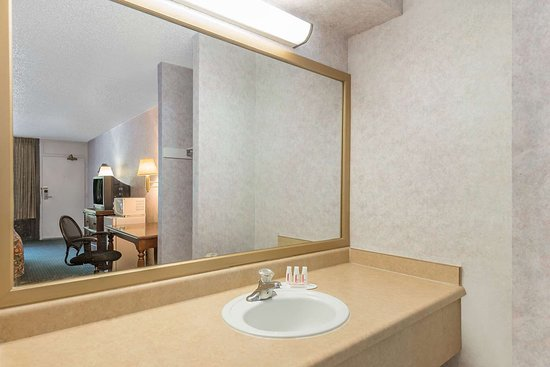 Days Inn by Wyndham Galloway Absecon Atlantic City Area: Guest room bath