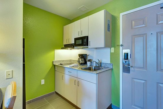 Motel 6 San Francisco - Redwood City: kitchen