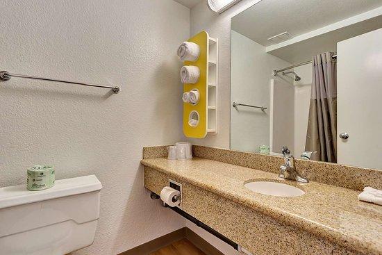 Motel 6 San Francisco - Redwood City: bathroom