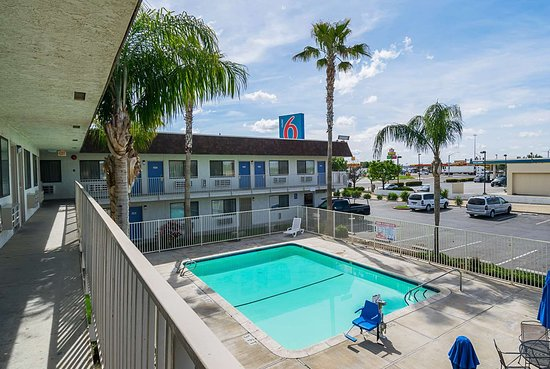 Motel 6 Lost Hills: pool