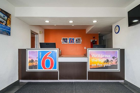 Motel 6 Lost Hills: lobby