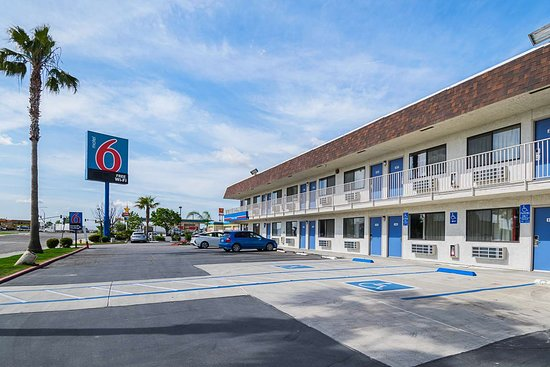 Motel 6 Lost Hills: exterior