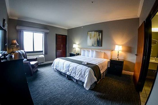 Tanglewood Resort and Conference Center: HotelSuiteBed hst