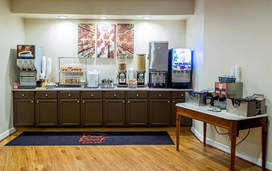 Red Roof Inn & Suites Wytheville: Breakfast Area