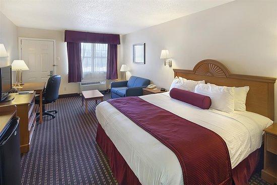 Brady, TX: King Guest Room