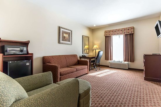 Eutaw, AL: Spacious suite
