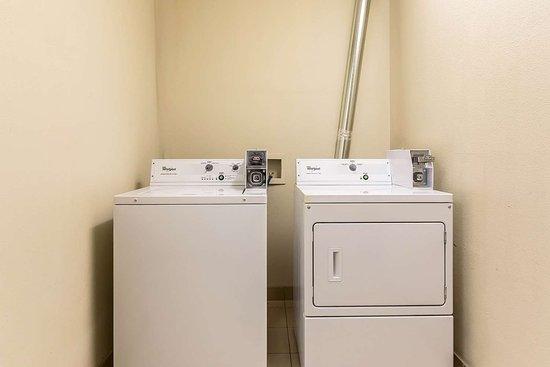 Eutaw, AL: Guest laundry area