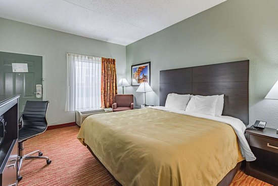 Quality Inn Goodlettsville: Spacious guest room