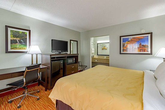 Quality Inn Goodlettsville: Guest room with added amenities