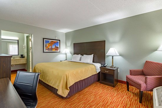 Quality Inn Goodlettsville: Guest room with king bed(s)