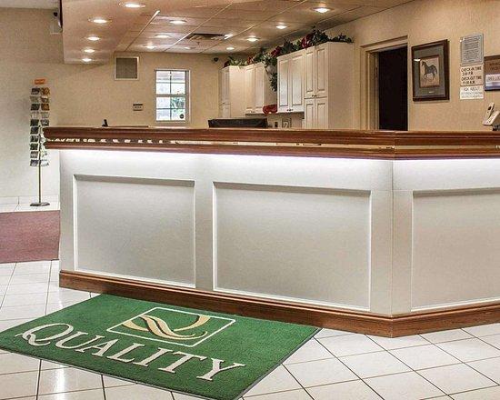 Quality Inn & Suites Conference Center Bellville: Front desk