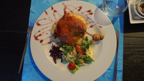 Vinhas D' Alho: Entenkeule auf Kartoffelpüree
