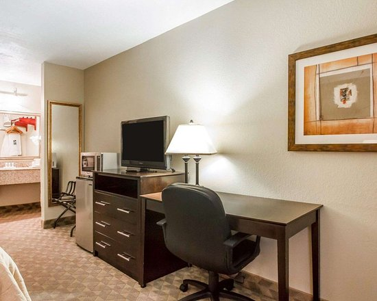 Quality Inn & Suites Greenville I-65: Guest room with added amenities