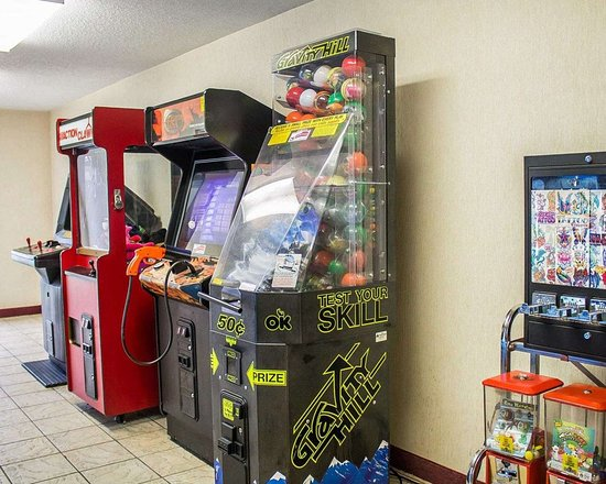 Quality Inn & Suites Conference Center Bellville: Hotel arcade games