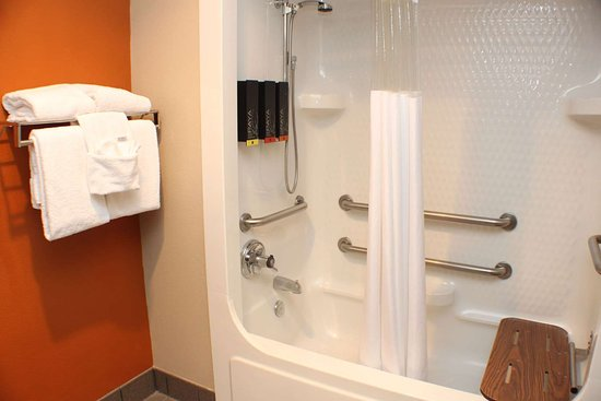 Best Western Inn & Suites: Accessible King Guest Bathroom