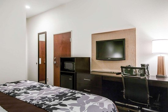 Sleep Inn & Suites Marion - Military Institute: Guest room with added amenities