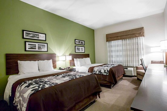 Sleep Inn & Suites Marion - Military Institute: Guest room with queen beds