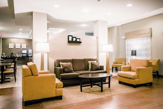 Sleep Inn & Suites Marion - Military Institute: Spacious lobby with sitting area