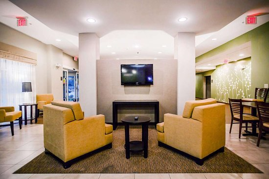 Sleep Inn & Suites Marion - Military Institute: Spacious lobby