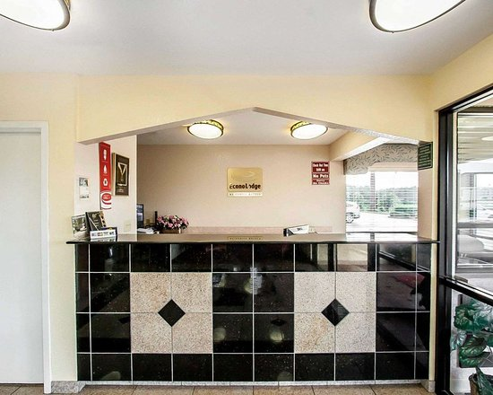 Econo Lodge Prattville: Front desk