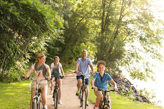 Fairmont Le Chateau Montebello: Biking