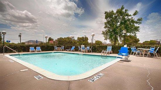 Best Western Northwest Inn: Outdoor Pool