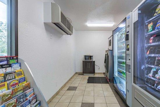 Motel 6 Ft Pierce: vending