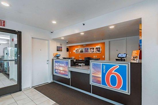 Motel 6 Ft Pierce: lobby
