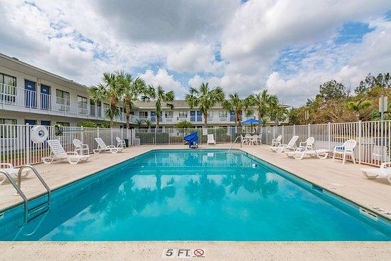 Motel 6 Ft Pierce: pool