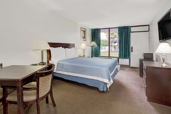 Days Inn by Wyndham Kissimmee FL: One Queen Bed Room
