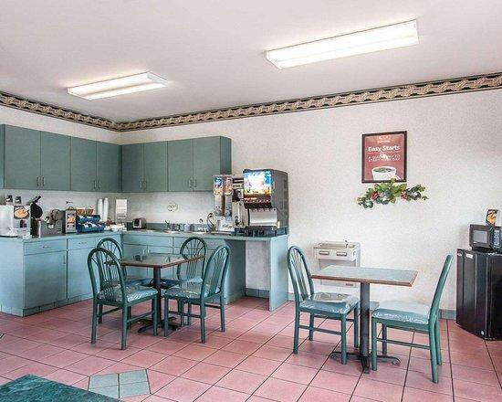 Northport, AL: Breakfast area